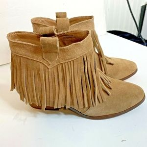 Restricted Womens Sz 7 Fringe Bootie Ankle Shoes B
